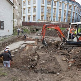 Archaeologists explore vacant space adjacent to the building of the Museum of Art in Olomouc