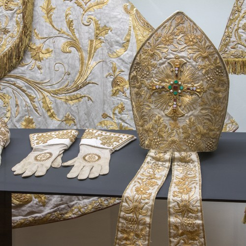 The Archdiocese Museum newly offers a rare robe of Cardinal Bedrich of Fürstenberk