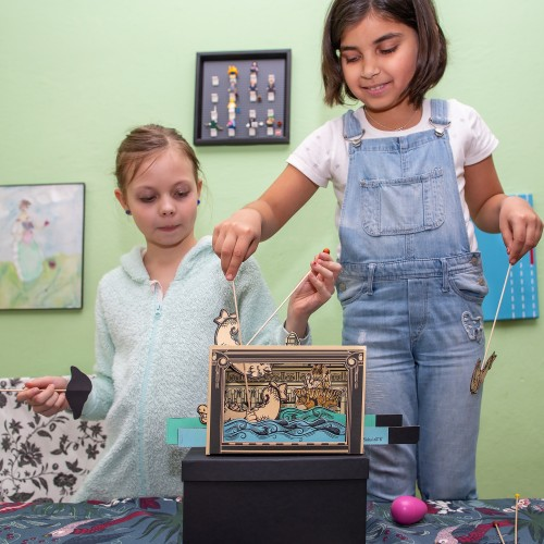 Get inspired by the Museum of Art and play puppet theater at home!