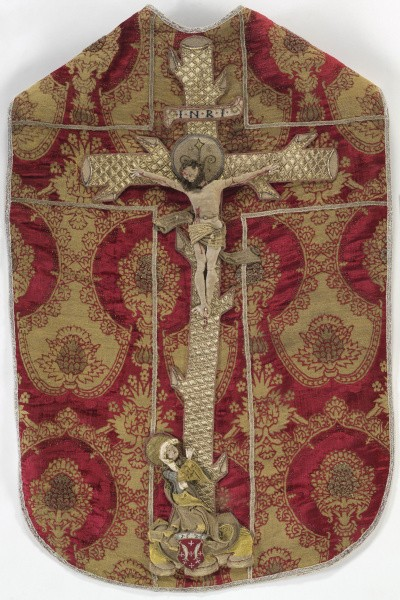 Chasuble with relief embroidery of the Crucifixion